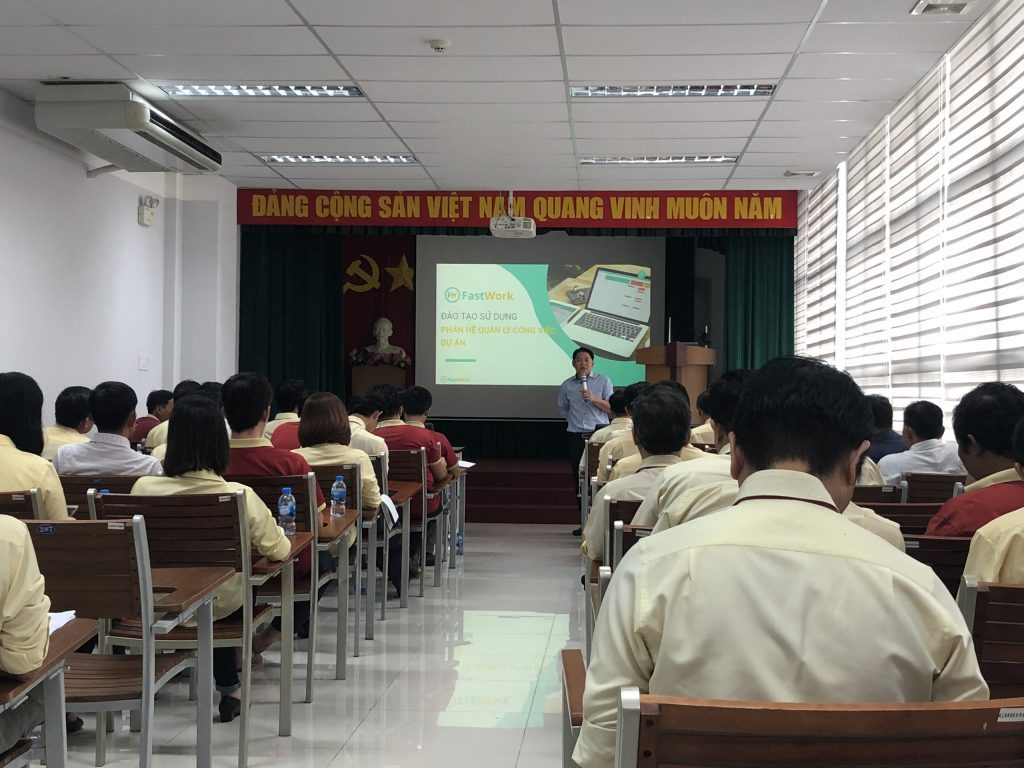 Cán bộ Khánh Hội tại buổi đào tạo, hướng dẫn sử dụng phần mềm quản lý công việc, dự án
