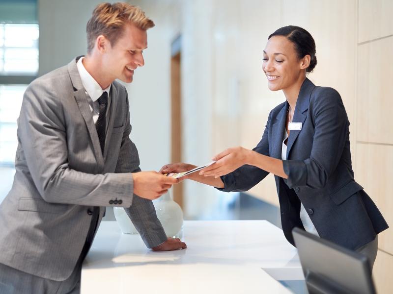 Chỉ cần bạn thiện chí, khách hàng sẽ cảm nhận được và dần thay đổi thái độ