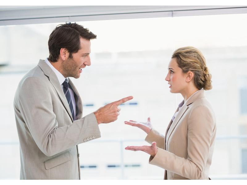 Khi khách hàng tức giận, tranh cãi chỉ làm xung đột lớn hơn