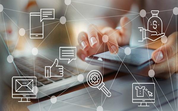 Nhờ tích hợp công nghệ mà thông tin chấm công, bảng lương được tự động tính toán một cách chính xác