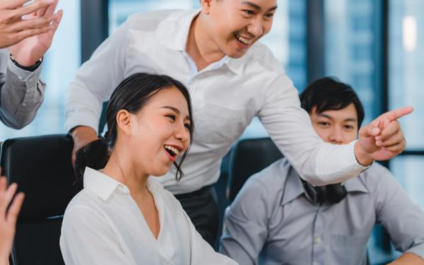 Nhân viên bán hàng cần tạo cho khách hàng cảm giác họ được thỏa mái mua hàng tại doanh nghiệp