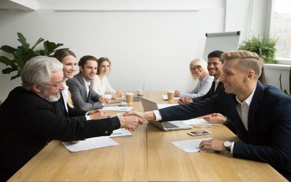 Trao đổi về những điểm mạnh điểm yếu của ứng viên sau quá trình thử việc