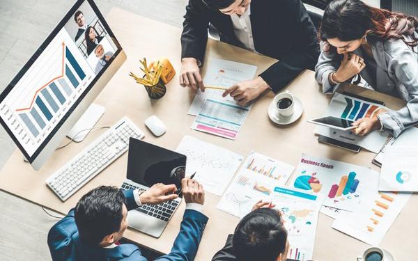 Thuyết trình giới thiệu thông tin sản phẩm dịch vụ đến khách hàng là bước quyết định thành công trong hoạt động bán hàng