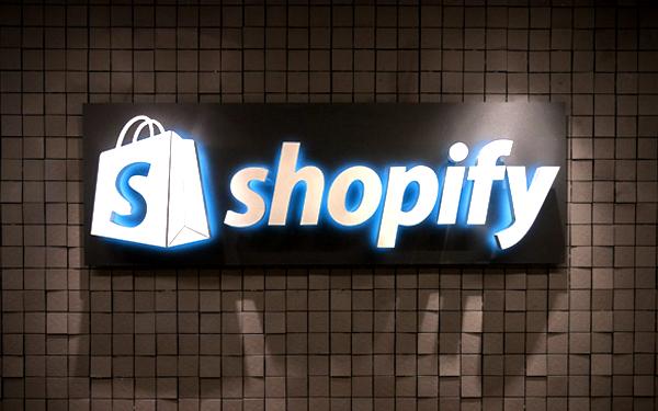 Shopify là một trong những ví dụ điển hình trong việc xây dựng quy trình chăm sóc khách hàng