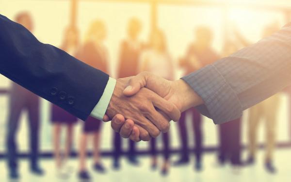 Hợp đồng dịch vụ là văn bản được ký kết giữa cá nhân với cá nhân, cá nhân với doanh nghiệp hoặc giữa 2 doanh nghiệp
