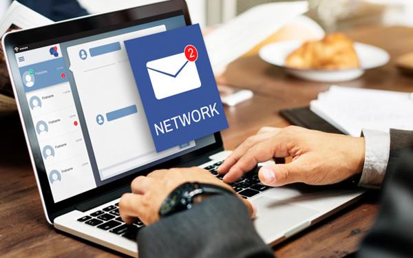 Thông báo tuyển dụng thông qua gửi email dến danh sách ứng viên tiềm năng