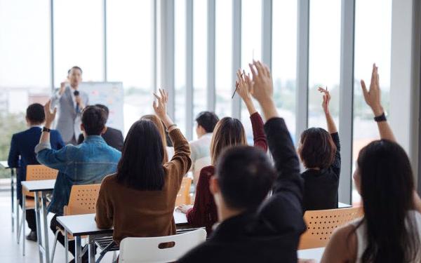Cần khuyến khích nhân viên trao đổi, thảo luận trong quá trình đào tạo