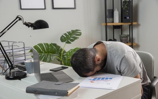 Work From Home cũng đem đến nhiều mặt hạn chế trong việc nhân viên chủ động, tập trung, sự tích cực, tính liên kết giữa công việc và cá nhân,...