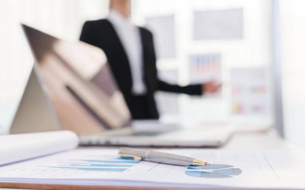 Nhà quản trị có trách nhiệm cấu trúc kế hoạch tổ chức thông tin thông qua quy trình đào tạo và phát triển