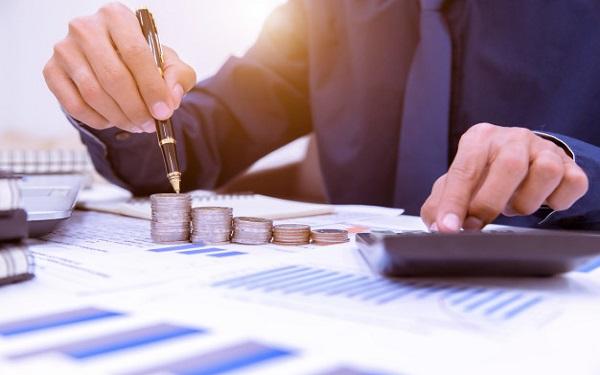 Doanh nghiệp cần phải biết khi nào doanh nghiệp mình có lãi. Không phải vì điều này ảnh hưởng đến dòng tiền trong doanh nghiệp mà bởi nó sẽ mang lại cho doanh nghiệp mục tiêu phấn đấu và một tư thế sẵn sàng để dự tính dòng tiền trong tương lai. Dòng tiền âm và lợi nhuận tạo nên sự kết hợp khá phức tạp. Nhà quản trị cần tập trung nỗ lực vào việc quản lý dòng tiền doanh nghiệp với mục tiêu hướng tới thời điểm để nhận ra lợi nhuận đầu tiên của doanh nghiệp mình. Bởi vậy, cần thu thập dữ liệu về thu lợi nhuận và chi phí của doanh nghiệp để thực hiện phân tích điểm hòa vốn.