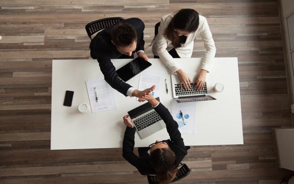 Thông qua tìm hiểu phân khúc thị trường mà doanh nghiệp có thể tận dụng vào việc nhắm khách hàng mục tiêu chunhs xác trong chiến lược kinh doanh