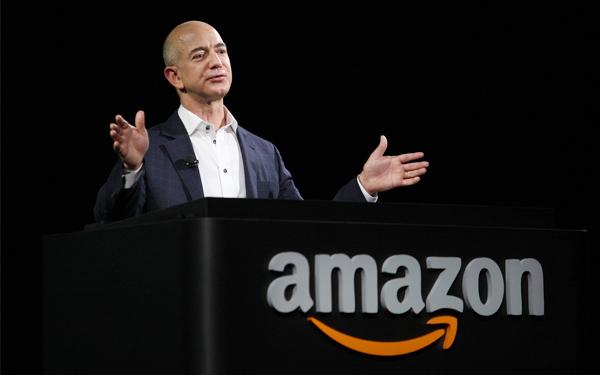 Tỷ phú Jeff Bezos nổi tiếng với câu chuyện khởi nghiệp của Amazon từ một nhà sách điện tử bé nhỏ trở thành thương hiệu tỷ đô