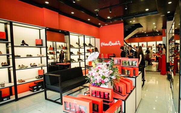 Thương hiệu Pierre Cardin gồm chuỗi 22 cửa hàng và 2 trang thương mại điện tử