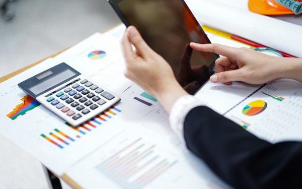 Mối quan hệ giữa bảng chấm công và các nghiệp vụ khác trong doanh nghiệp
