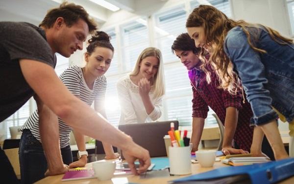 Tăng tính tương tác và giao tiếp cởi mở giúp bạn quản lý nhân viên tốt hơn